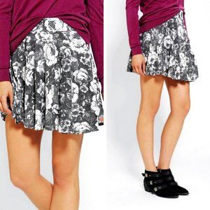 UO PINS AND NEEDLES Floral Printed Skater Skirt